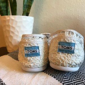 Toms Shoes white floral lace design - size 8.5